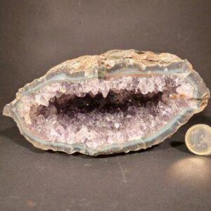 Geode di ametista,Uruguay.Dim. 16x14x7(h)cm. kg 1,85
